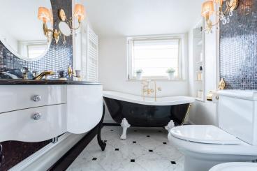 Round Bevelled Mirror in Luxury Bathroom