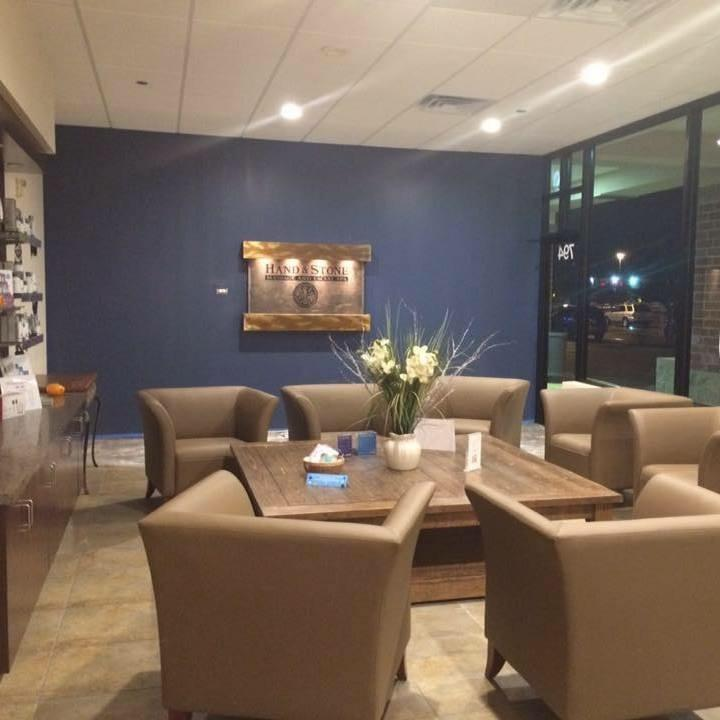 Hand & Stone Massage and Facial Spa, Carol Stream, Lobby