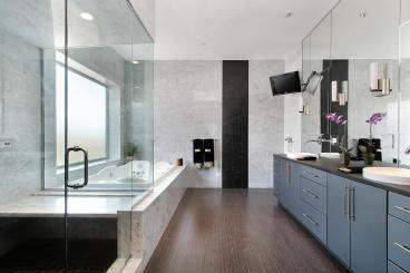 Seamed Mirrors and Frameless Steam Shower