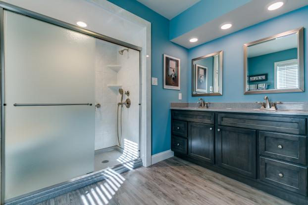 Does your bathroom have serious design flaws? Our Design Consultants are experienced professionals, who can show you small changes that can make a world of difference.