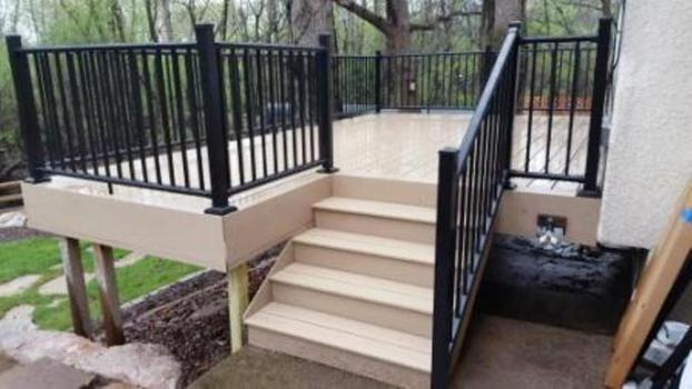 Deckorator Milled Maple Composite decking with aluminum Estate railing in St. Louis Park