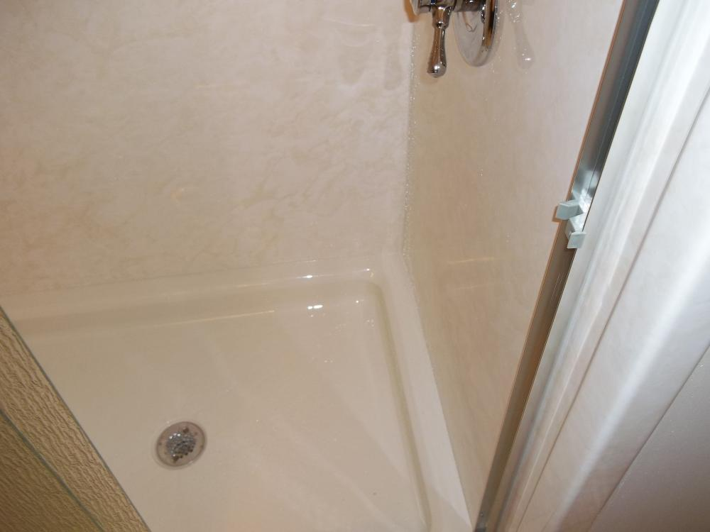 Easy to clean walls and shower pan in Mechanicsville, VA