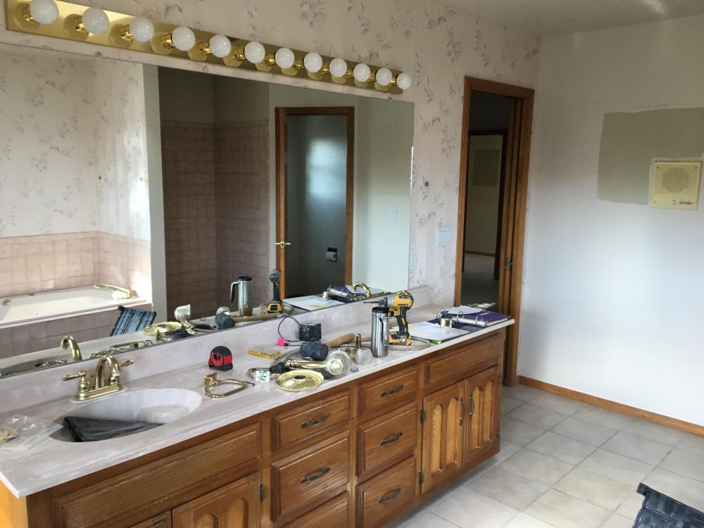 Master bathroom before remodel in Albuquerque, NM