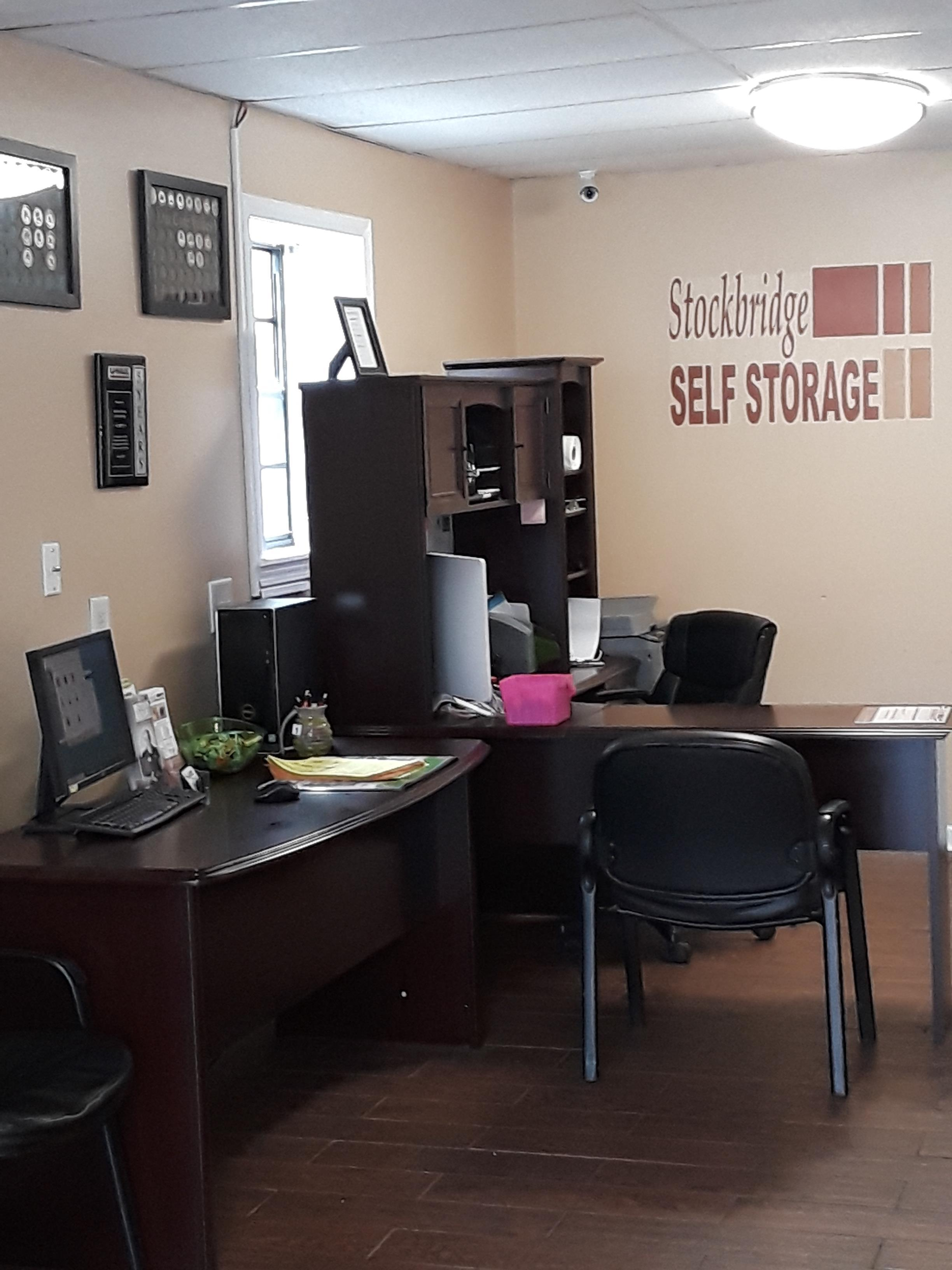 Beau Newly Remodeled Office