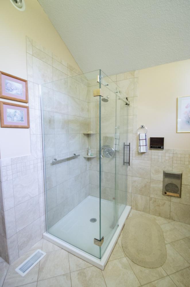 Low Entry Shower Stall, straight safety handlebar, corner shower shelves