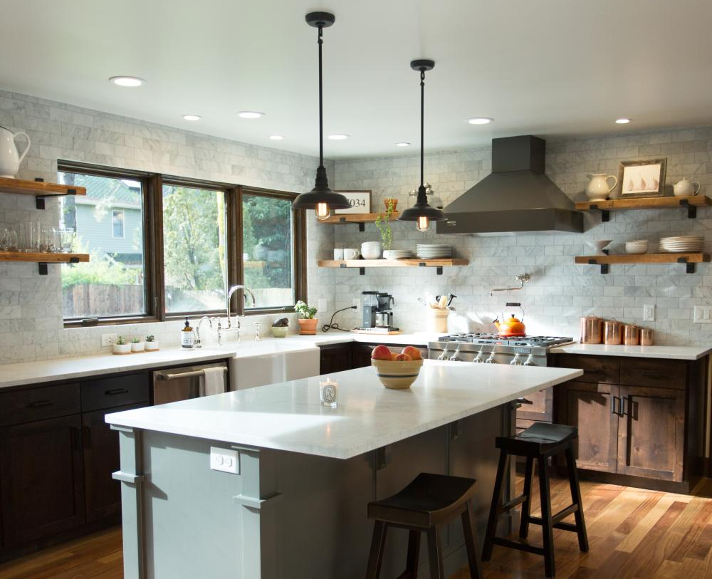 Contemporary Farmhouse Kitchen in Lake Oswego