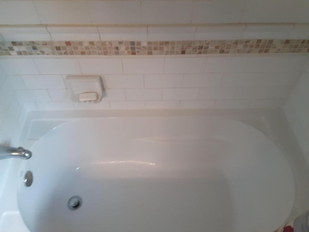 Bath tub re-calk project in Pewaukee, Wisconsin