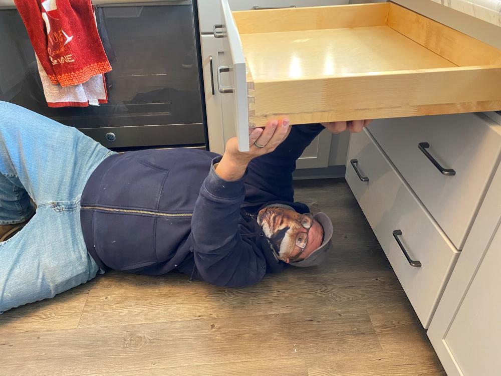 Craftsman Repairing Kitchen Drawer in Tallahassee